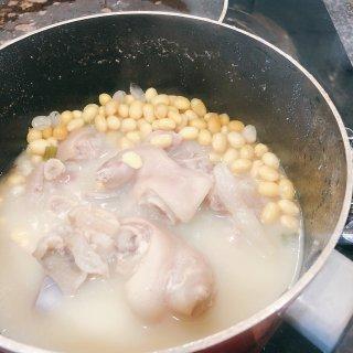 宅家打卡 超好吃的黄豆猪脚汤...