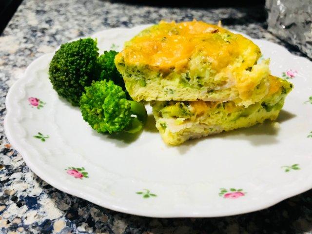 健康快手的西兰花奶酪蛋饼。。bru...