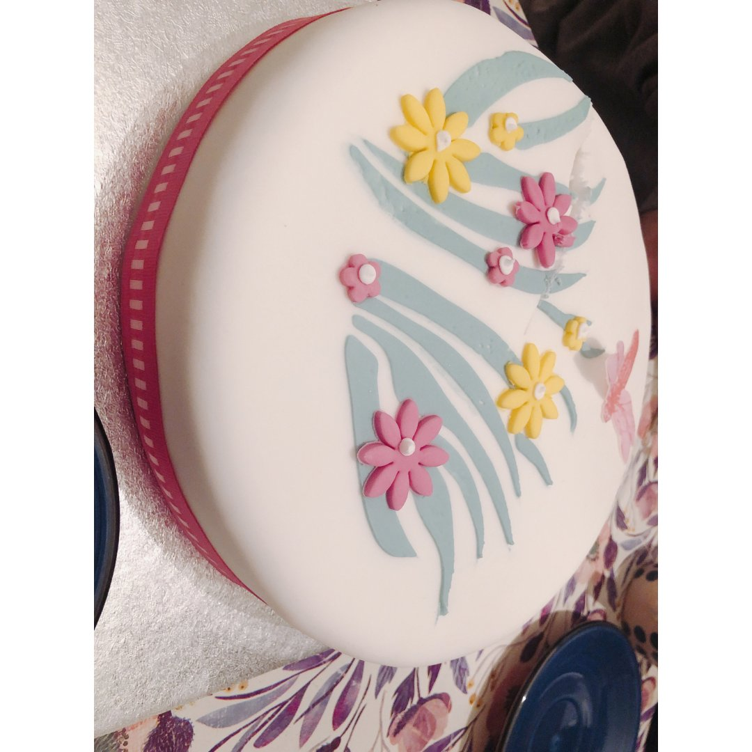 买了漂亮的蛋糕🎂