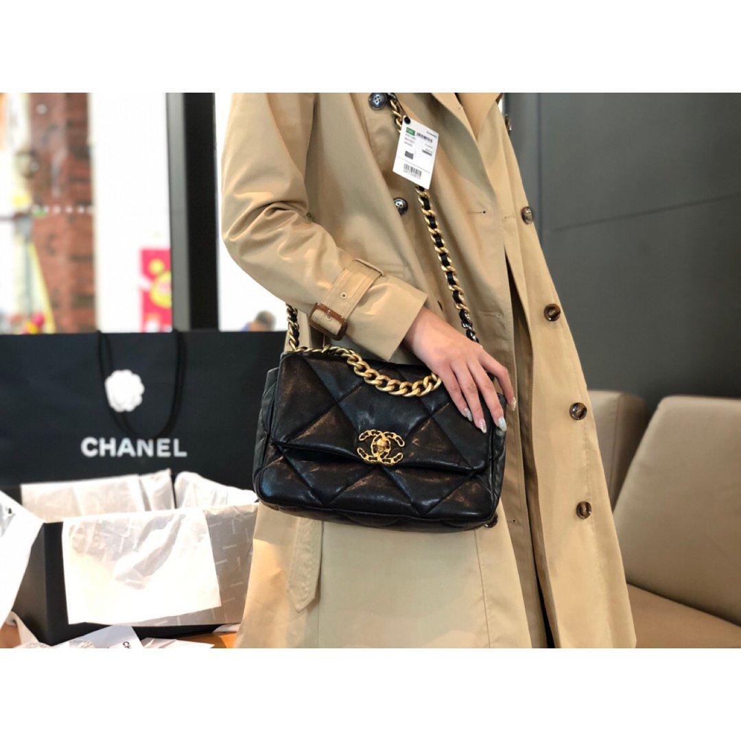 入手的Chanel枕头包