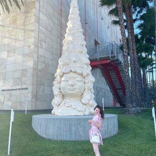 洛杉矶LACMA奈良美智的怪异大头娃娃展...