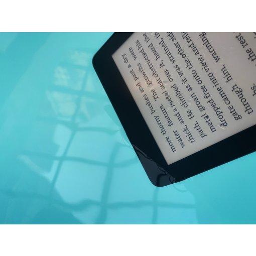 可以在游泳池里使用的Kindle Paperwhite