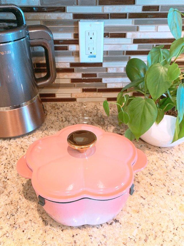 粉嫩樱花🌸铸铁锅敲可爱