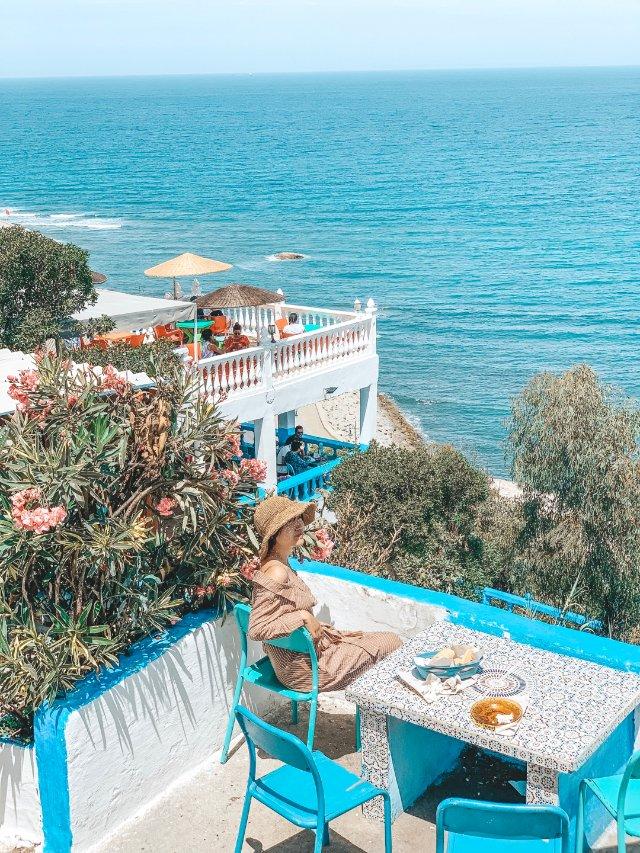 摩洛哥丹吉尔的蔚蓝海岸和悠长假期