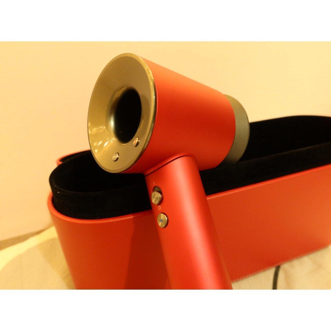 戴森吹风机红色
