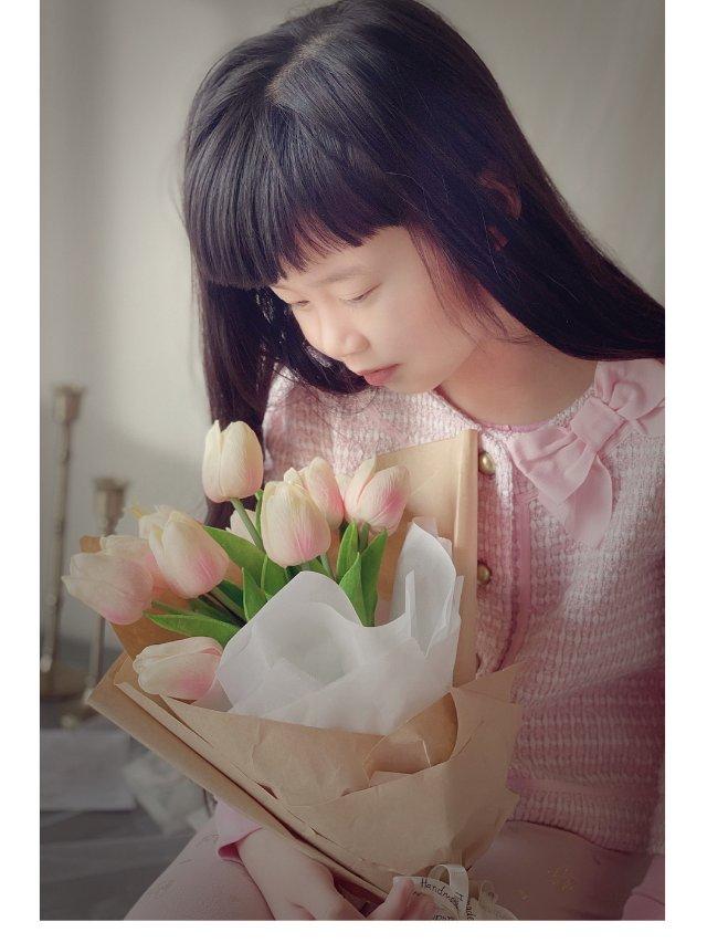 在家拍大片 |光影下的粉色小女孩