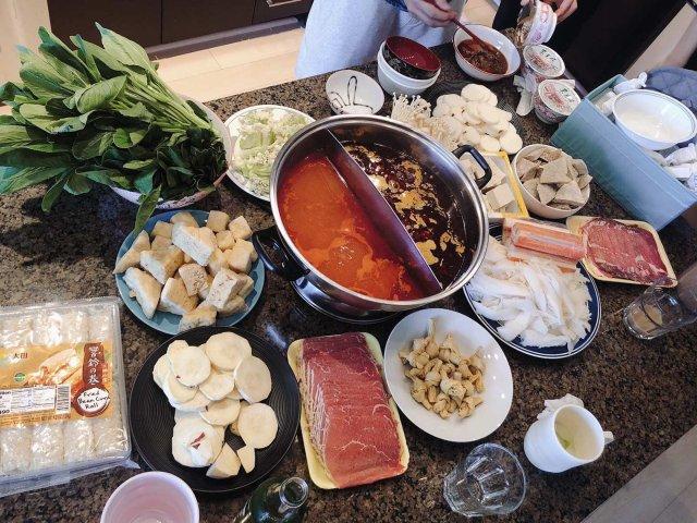 在家吃火锅🍲海底捞底料少不了