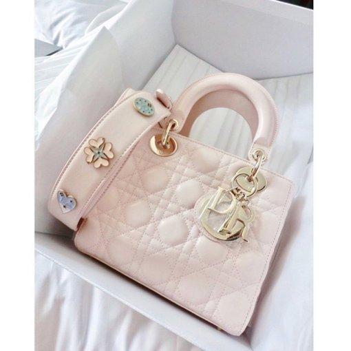 减龄就靠它了!今年夏天最值得拥有的8款粉色包包