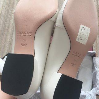 Bally中跟白色尖头鞋...