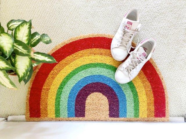 一掃陰霾的彩虹腳踏墊