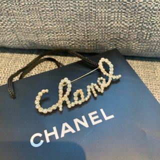 Chanel胸针🤍不可缺少的优雅饰品...
