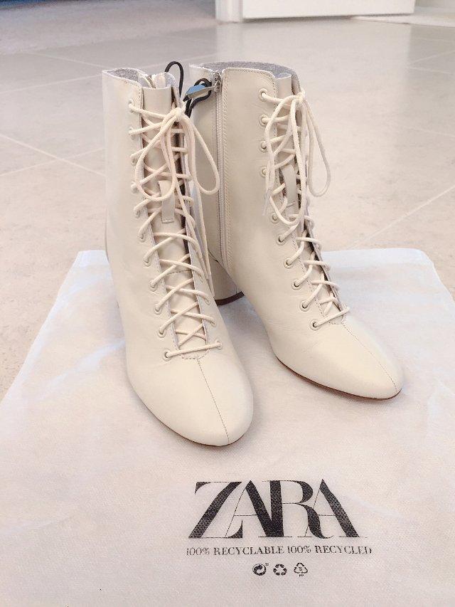 Zara 系带踝靴👢