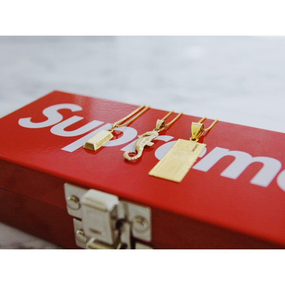 【Supreme】谁说戴金链子的都...