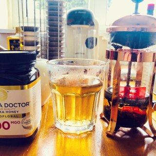 来一杯养胃的蜂蜜玫瑰茶...