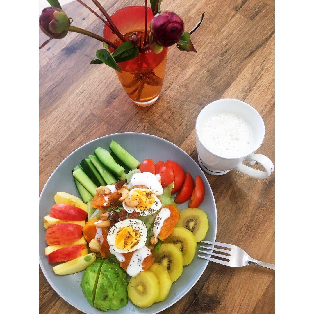 早鸭。。。沙拉早餐