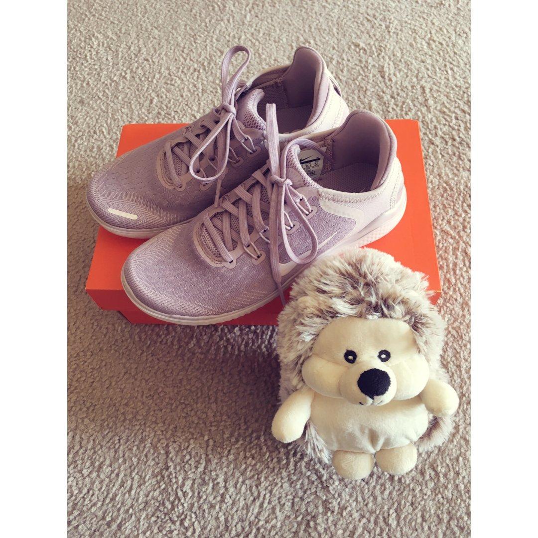 软萌舒适的跑鞋 | Nike Fr...