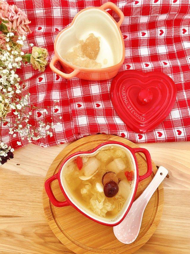 冬天来一碗润燥的【银耳雪梨百合汤】