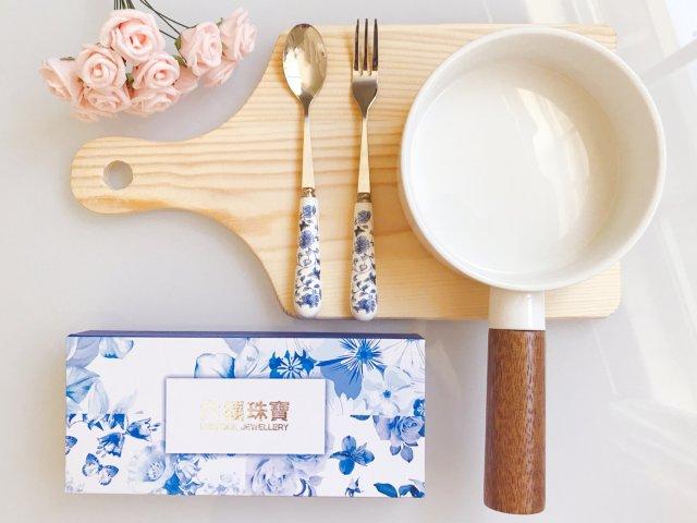古香古色的青花瓷餐具套装