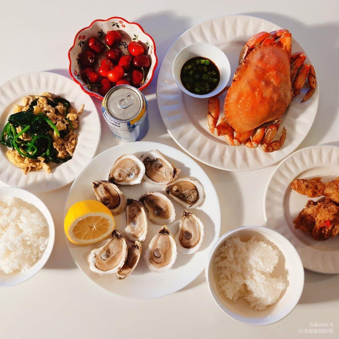 在家假装吃了顿海鲜大餐哈哈...