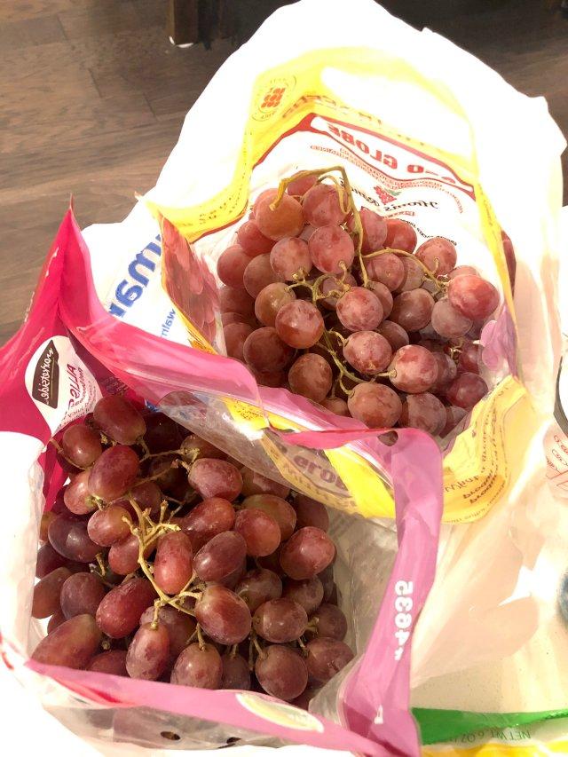 家里小不点很爱吃葡萄 Walmar...
