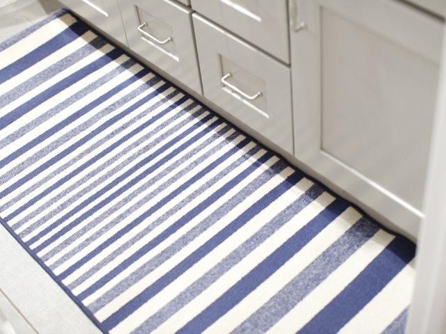 给浴室增添色彩的地毯