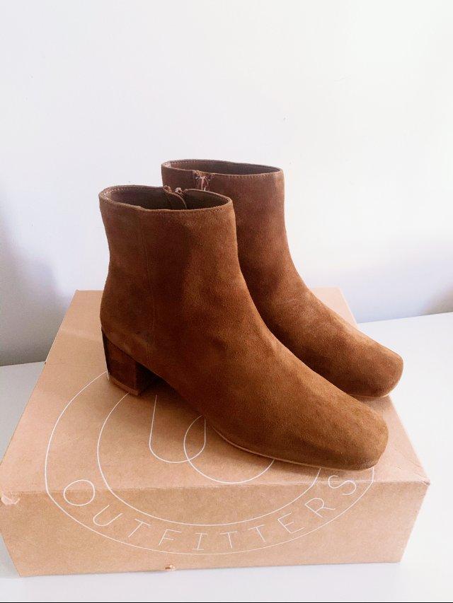 黑五UO买什么 平价麂皮短靴