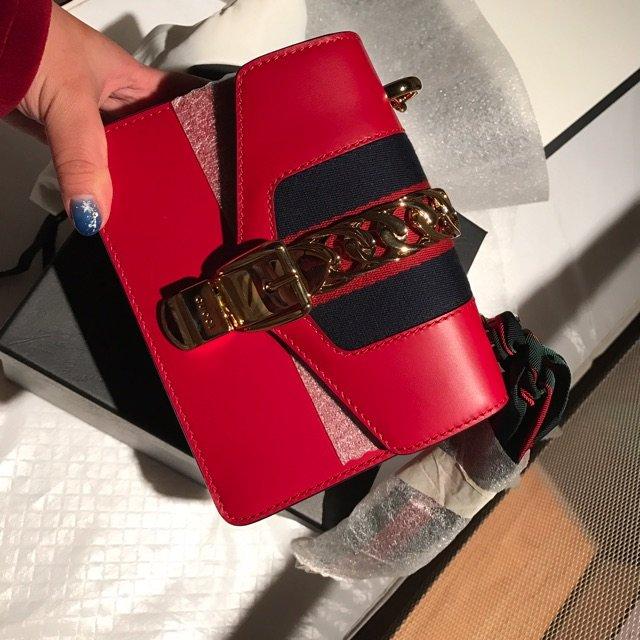 新年第一个包是帮别人拿折扣买的小红...
