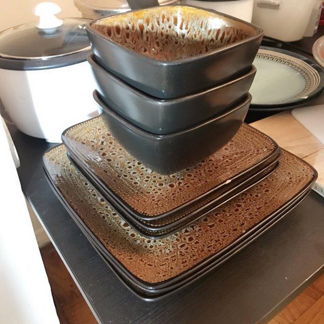 这套碗盘是前室友购入的,实在太厚实...