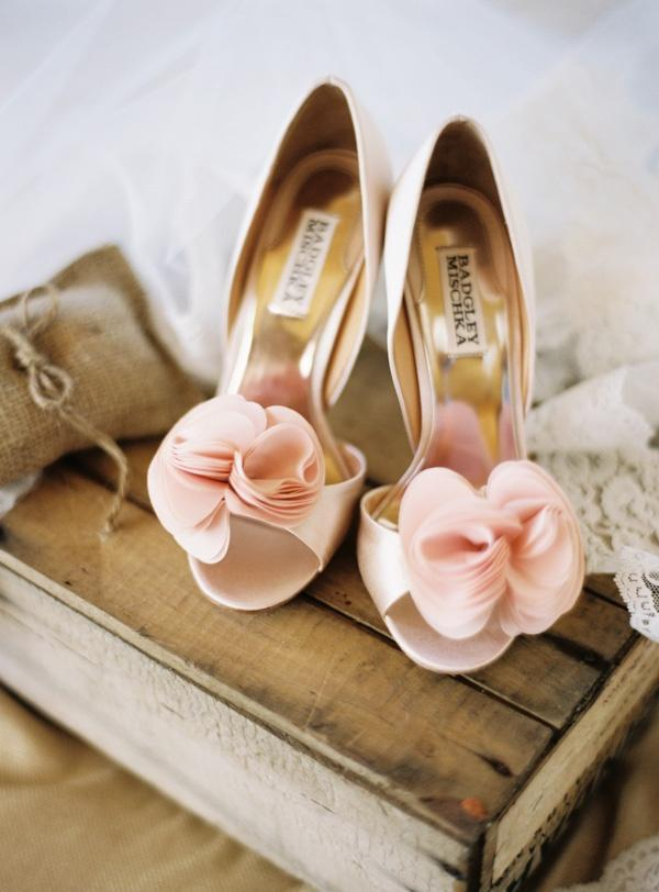 Up to 56% Off +Free shippingBadgley Mischka Shoes & Dresses on Sale @ ideel