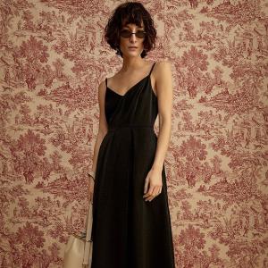 低至2.5折+满额减$25Simons 小黑裙 显瘦显白显气质  吊带裙$275 收kenzo虎头裙