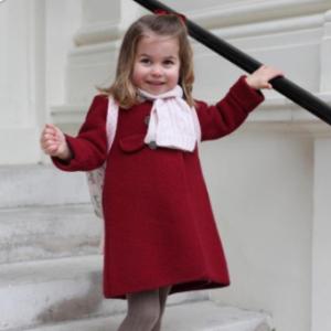 王室孩子原来这么穿英国公主夏洛特上学行头受追捧  超萌单品引领童装届时尚潮流