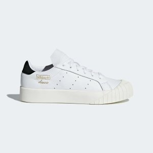 Adidas女士休闲鞋