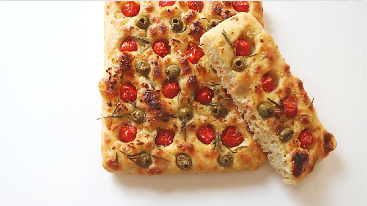用自己养的酵母做 最喜欢吃的面包佛卡夏