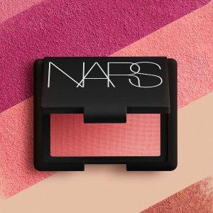 低至7折+送妆前乳 £15收唇膏笔NARS 人气彩妆热促 收高颜值眼影盘、腮红 做甜美小仙女