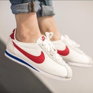 $71.25(原价$95)Nike Cortez 阿甘鞋超促销特卖  经典白底红钩配色