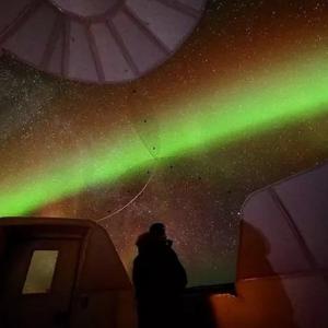 先人一步 订全球限量星球小屋阿拉斯加极光早鸟 寻找欧若拉8折起