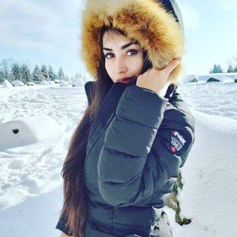 买一送一Saks OFF 5TH 男女服饰热卖 入手冬季温暖毛衣、羽绒服