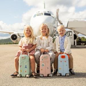 $194.24(原价$258.99)STOKKE Jetkids多功能儿童旅行箱 宝宝坐飞机神器