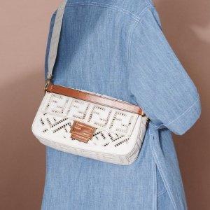 直接7折 腰带£203 包包£665FENDI 会员私密闪促 收老花法棍、腰带、钱包
