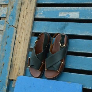 低至4折+限时免邮Marni 衣服鞋履大促 收花卉元素衬衫、交叉凉鞋、针织开衫等