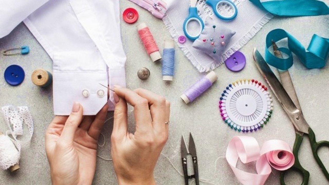 自己改衣服 | 裤腰速改,旧牛仔裤改造,婴儿旧衣翻新、手拿包DIY成斜挎包(附缝衣针法科普)