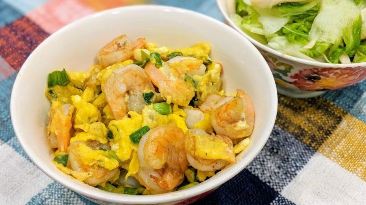 快手食谱|鲜虾炒蛋+鲜菇炒白菜吃出食材鲜甜原味
