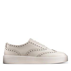 ClarksHero 布洛克小白鞋