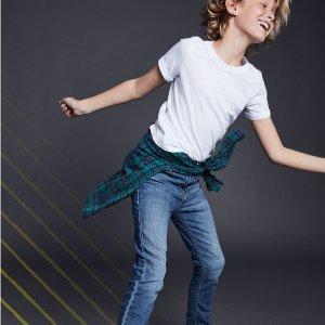 低至3.3折$10/条 耐磨又帅气折扣升级:OshKosh BGosh 口碑款儿童牛仔裤 裤型颜色选择多