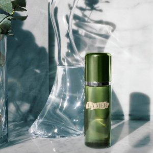 Select a deluxe sample from our collection of bestsellerswith THE TREATMENT LOTION Purchase @ La Mer
