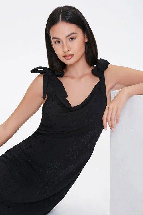 蝴蝶结系带小黑裙
