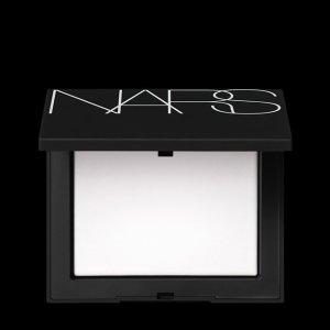 NARS便携 各种肤质可用~流光美肌轻透蜜粉饼