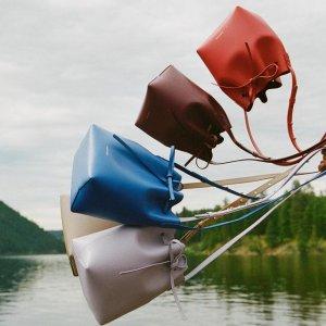 8.5折 云朵手提包$310独家:Mansur Gavriel 经典美包热卖 水桶包超全配色