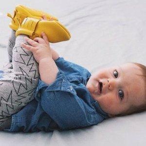 $39 (原价$78)+包邮Freshly Picked 宝宝软底鞋5折优惠  西北妹同款