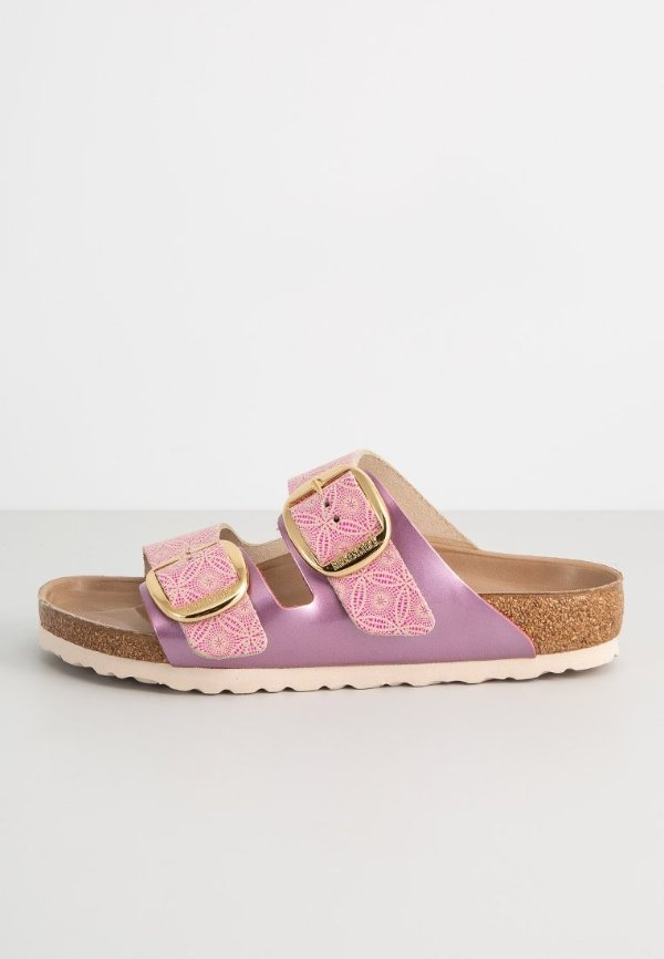 紫粉色拖鞋